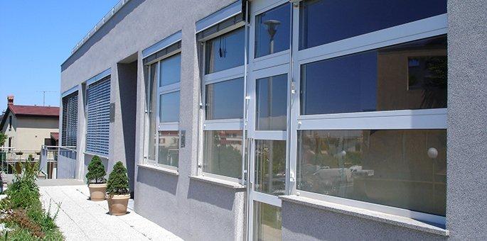 aluminjasta vhodna vrata in aluminijasta okna